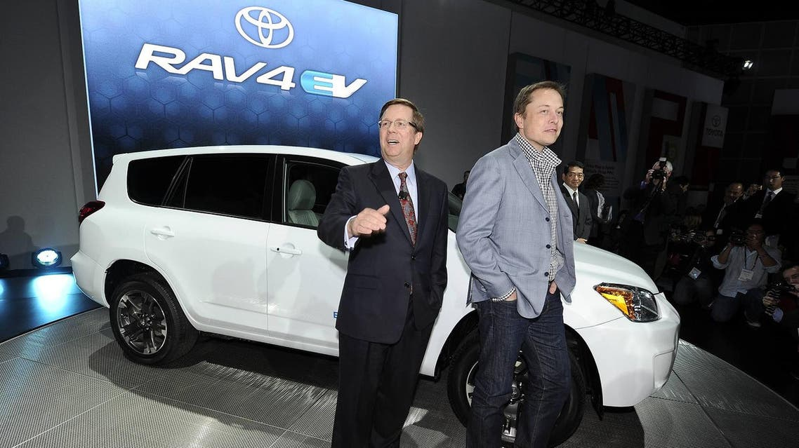 President of Toyota Motor Sales Jim Lentz (left), Tesla President and CEO Elon Musk (right) pose with the Toyota RAV 4 EV Concept car. (File photo: AFP)