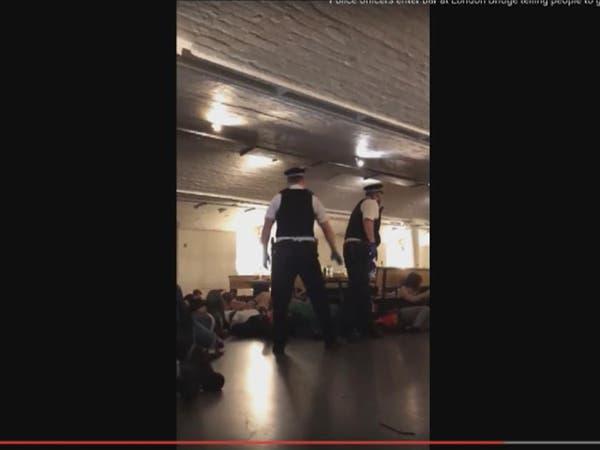 شاهد شرطة لندن تطلب من زبائن مطعم الانبطاح بعد الهجمات