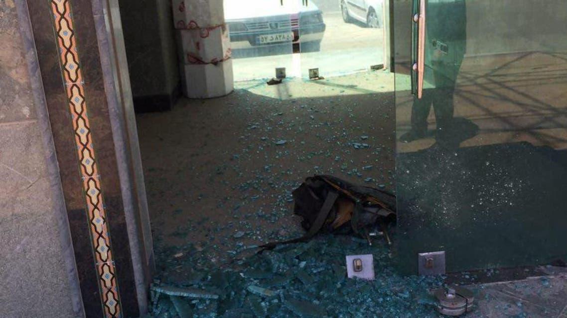 مشهد من مكان التفجير الانتحاري عند قبر الخميني