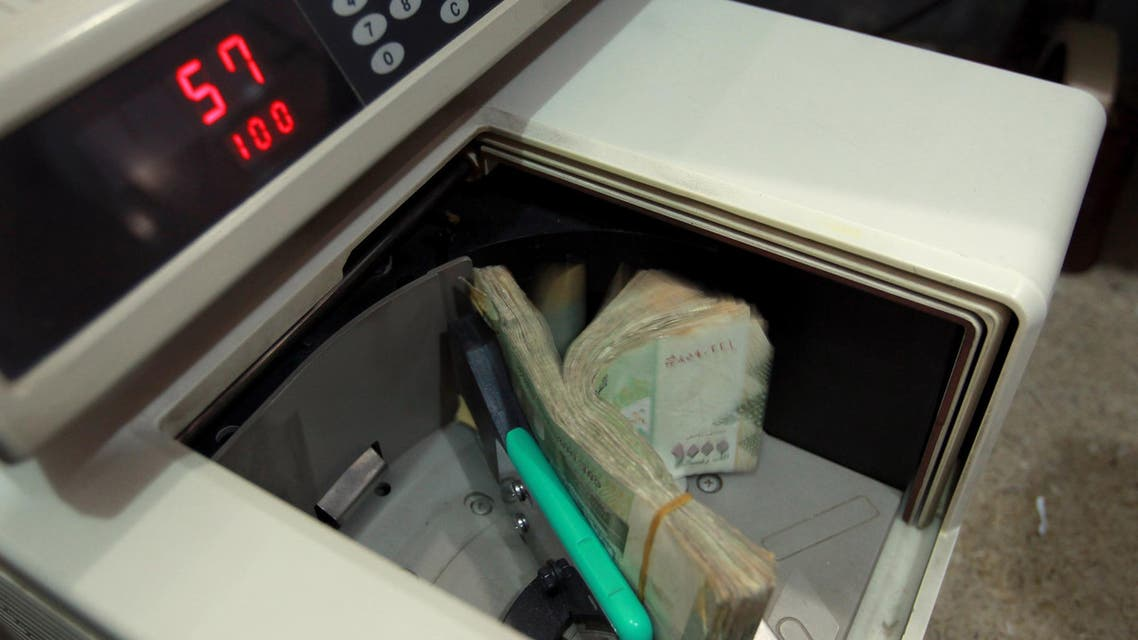 Local currency is counted at a Yemeni money exchange office in Sanaa on December 9, 2014. Yemen's total foreign currency reserves dropped by USD 140 million to about USD 4.9 billion in October, compared with a USD 124 million decrease in September.