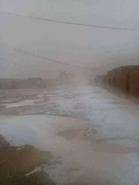 عاصفة ثلجية بالصحراء الجزائرية
