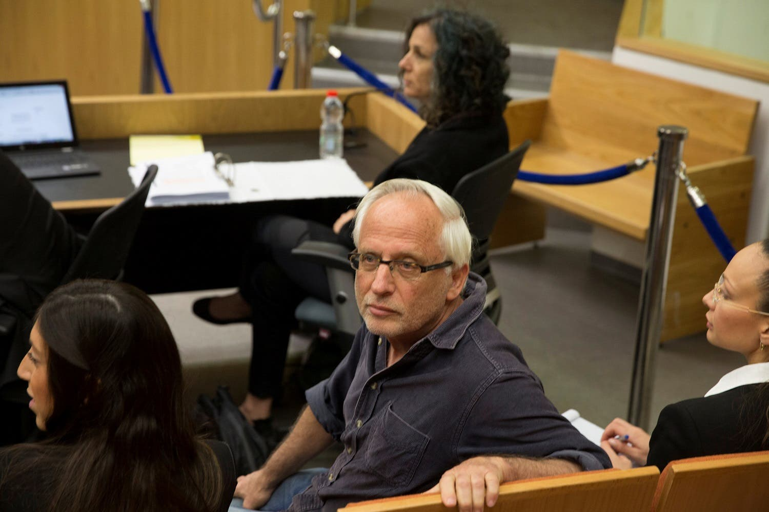 Israeli journalist Yigal Sarna is seen before the arrival of Israeli Prime Minister Benjamin Netanyahu and his wife Sara (not seen) to testify in a libel lawsuit in a Tel Aviv court. (Reuters)