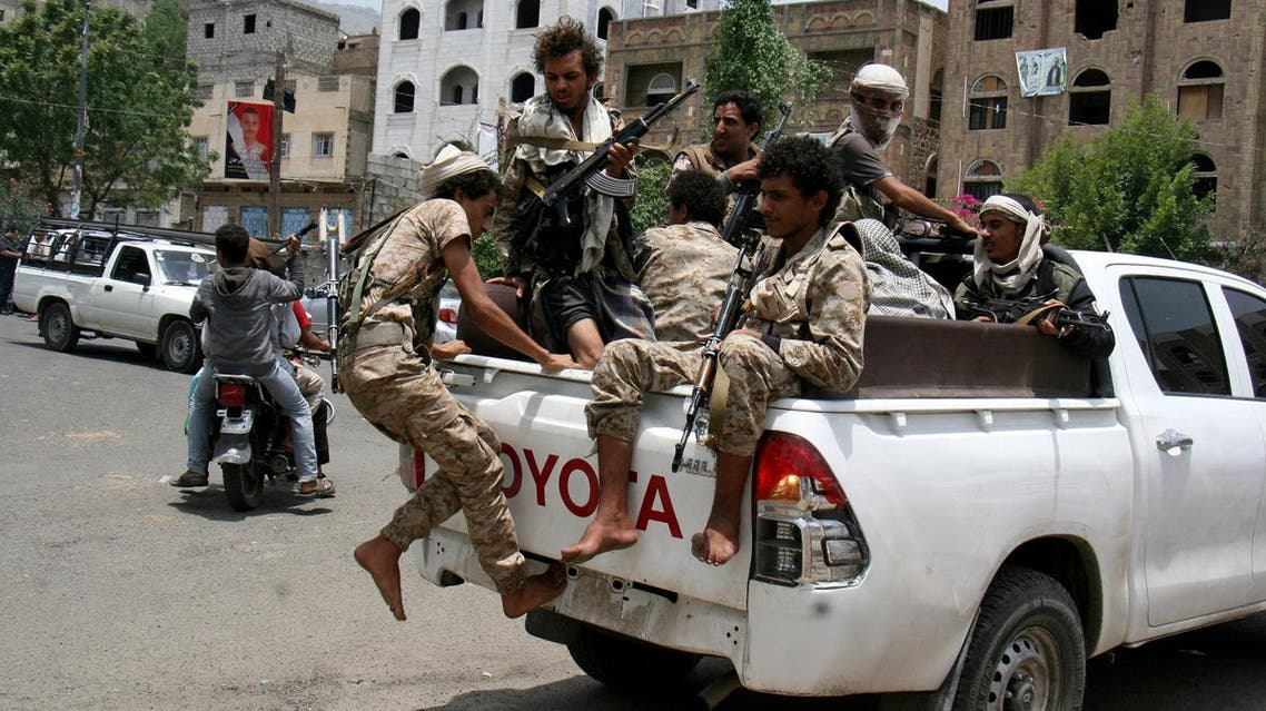 Pro-government fighters ride on the back of a truck in the war-torn southwestern city of Taiz, Yemen May 25, 2017. REUTERS/Anees Mahyoub