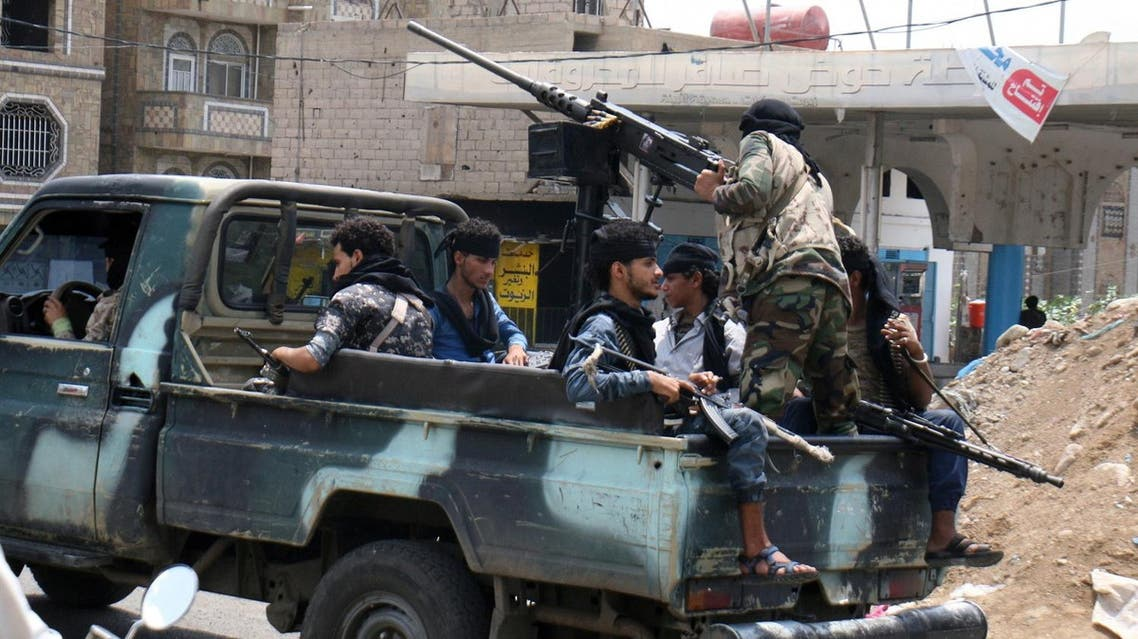 Pro-government fighters ride a patrol truck in the southwestern city of Taiz, Yemen May 24, 2017. REUTERS/Anees Mahyoub