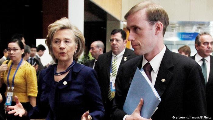 هيلاري كلينتون ومستشارها جاك سوليفان