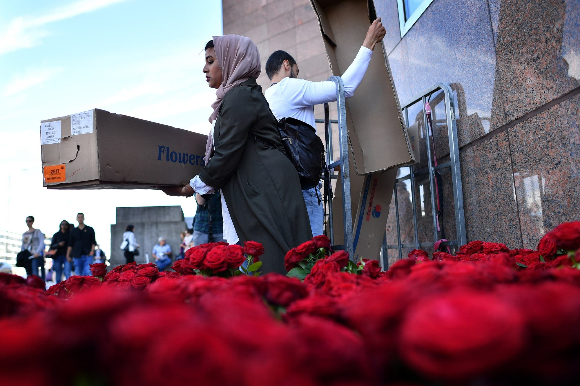 roses being handed out on London Bridge