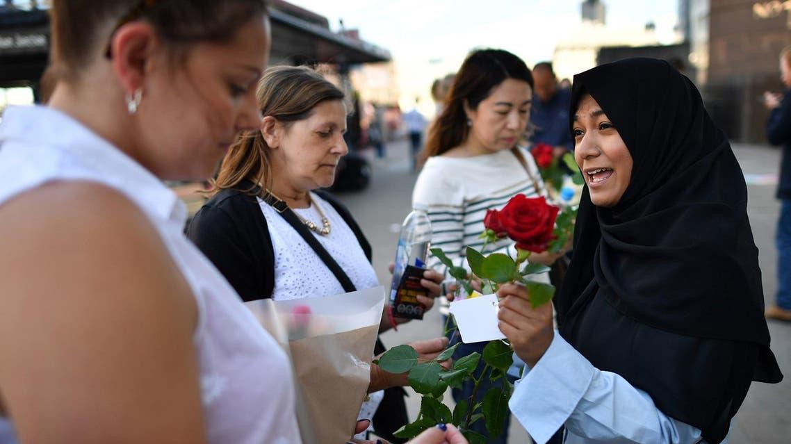 Muslims handing out roses on London Bridge
