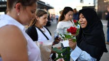 Muslim group in London hands out 3,000 roses as token of love, solidarity