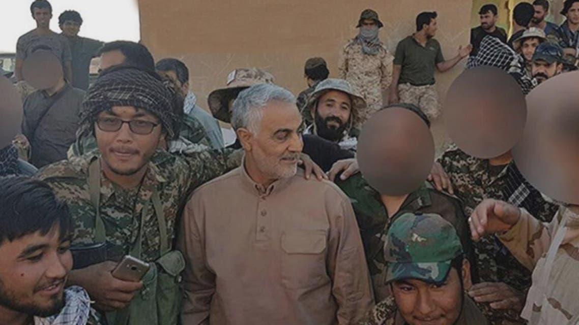 THUMBNAIL_ صور قاسم سليماني وهو يصلي على الحدود العراقية السورية