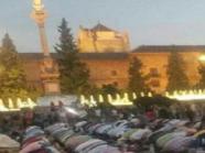 ضجة بسبب صلاة أقامها مسلمون أمام تمثال للعذراء بغرناطة