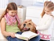 القراءة للكلاب.. أطرف أسلوب لتحسين مهارة طفلك