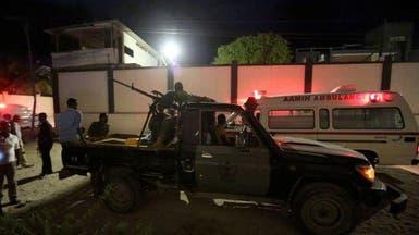 الصومال.. مسلحون يحتجزون 20 شخصاً كرهائن بفندق بمقديشو