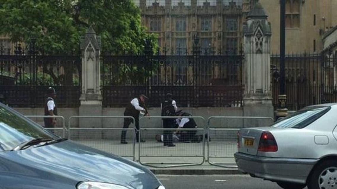 الشرطة البريطانية توقف رجلاً قرب البرلمان