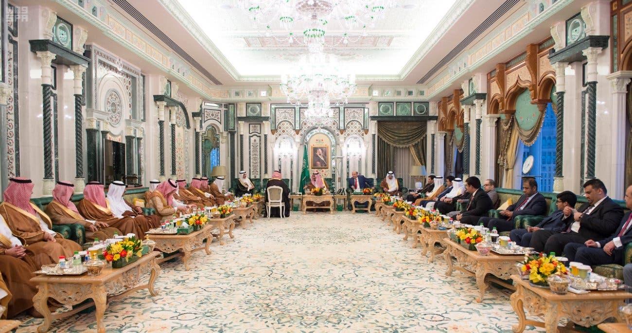 العاهل السعودي دعا ضيوفه إلى تناول الإفطار بحضور عدد من المسؤولين السعوديين