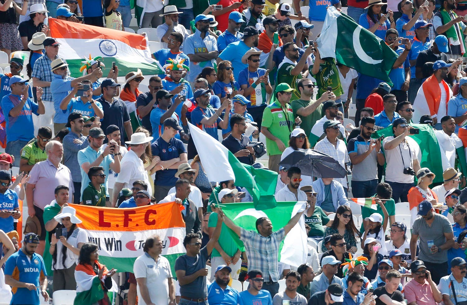 Cricket fans pack the stands at The Oval in the UK for the India-Pakistan 2017 ICC Champions Trophy Final on June 18, 2017. (Reuters)