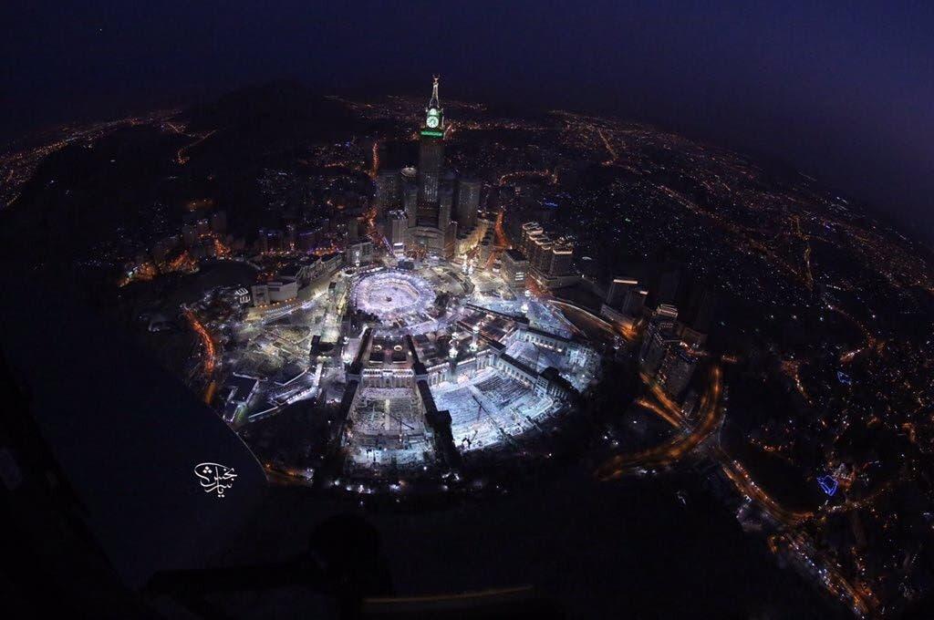 حراس الحرم المكي ولقطة خاطفة لإفطارهم من السماء