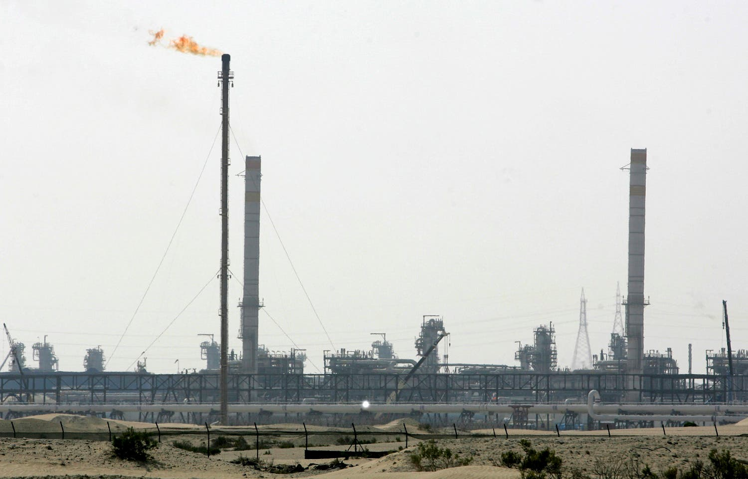 A general view shows natural gas wells at the Habshan gas complex in Abu Dhabi, January 15, 2007. (Reuters)