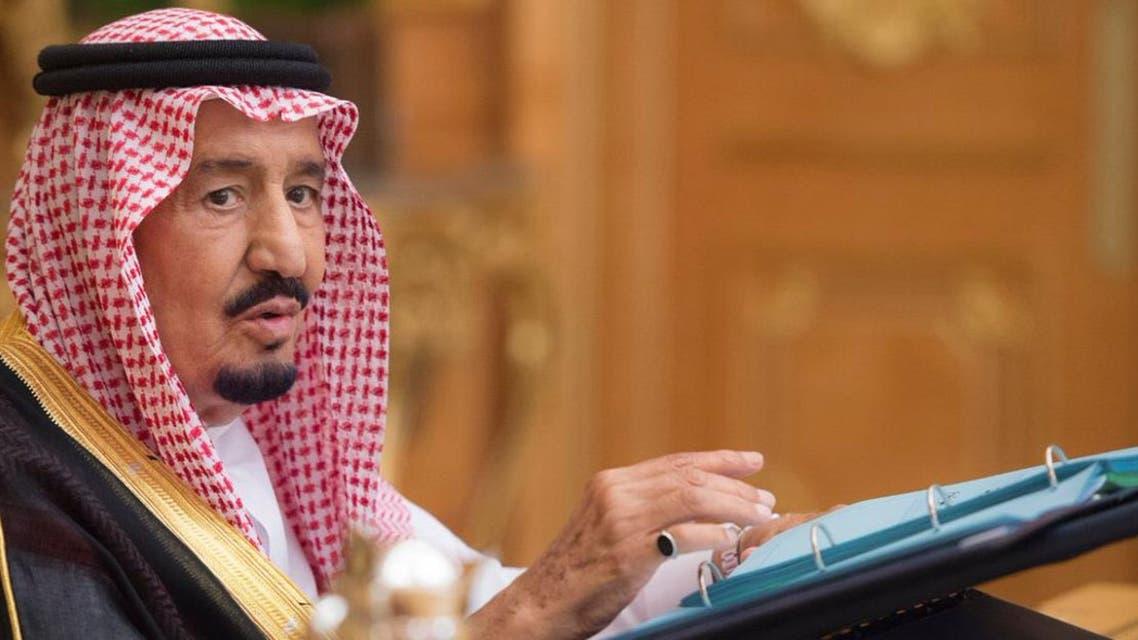 الملك سلمان خلال ترؤسه جلسة لمجلس الوزراء