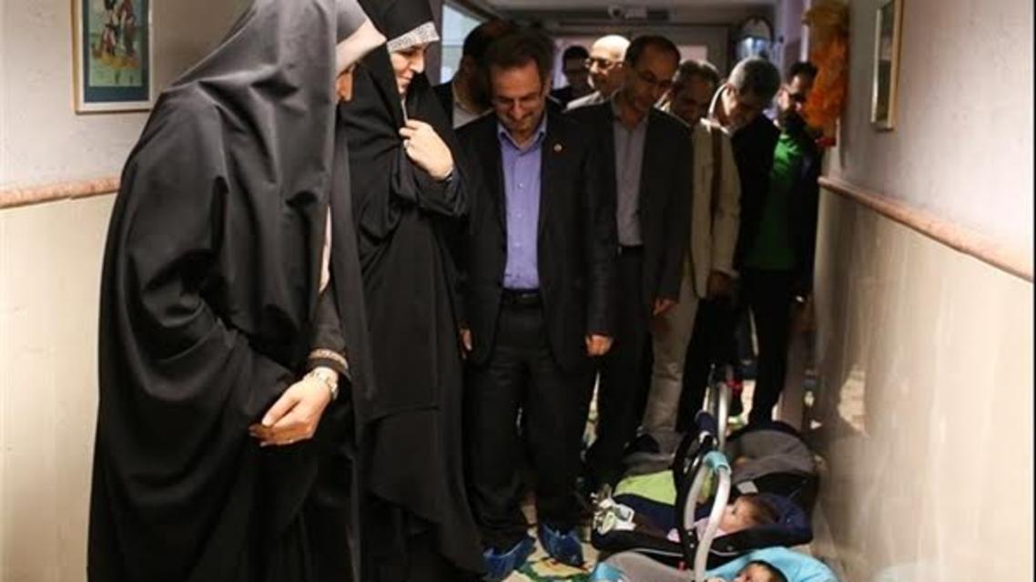 وزیر رفاه ایران از شیرخواران سان دید