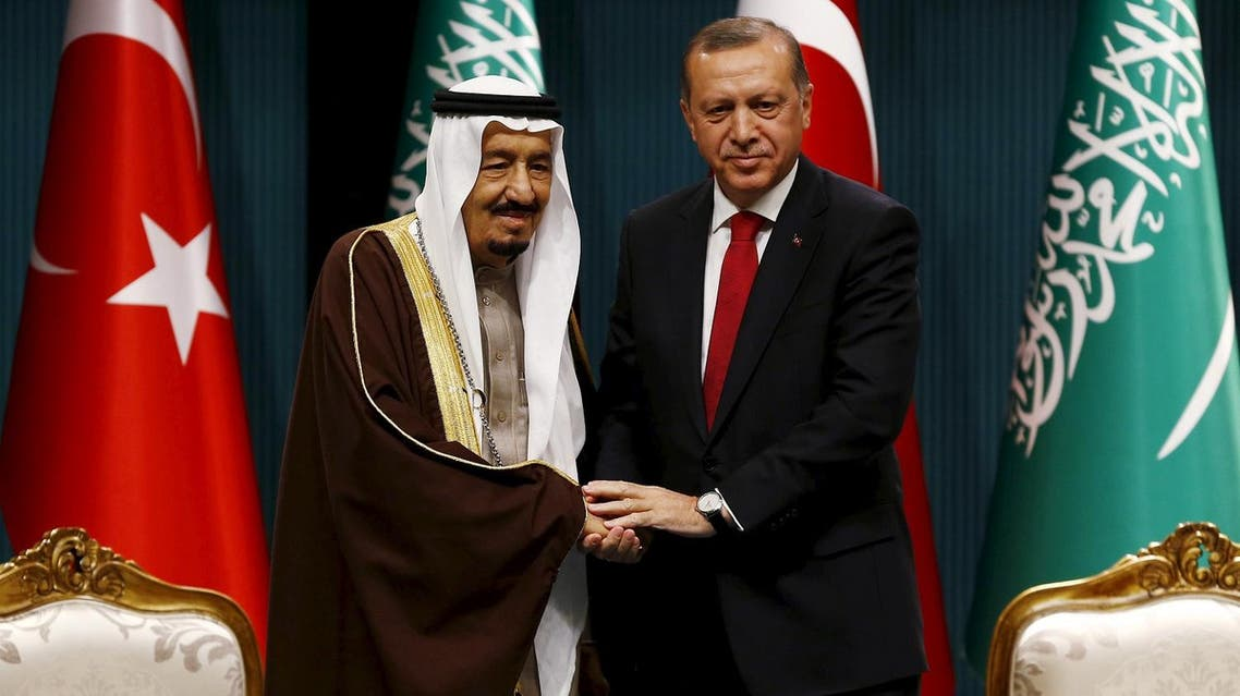 Tayyip Erdogan and Saudi King Salman shake hands during a ceremony in Ankara, Turkey on April 12, 2016. (Reuters)