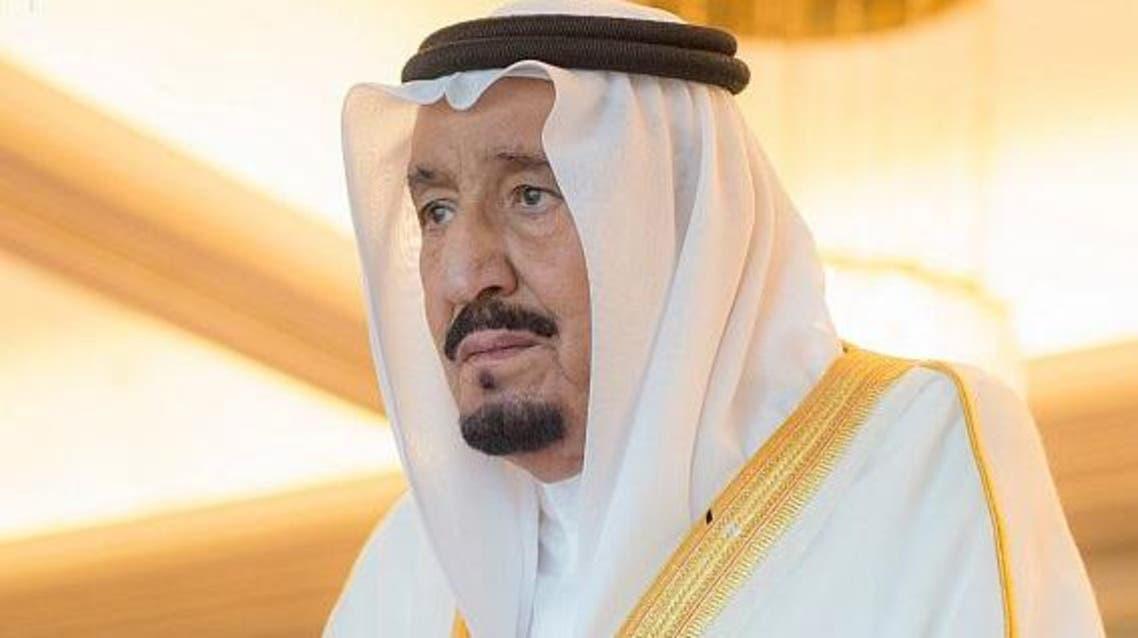 الملك سلمان يؤدي صلاة عيد الفطر