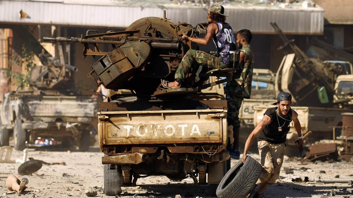 Members of the Libyan National Army (LNA), also known as the forces loyal to Marshal Khalifa Haftar, clash with jihadists in Benghazi's Al-Hout market area on May 20, 2017. AFP