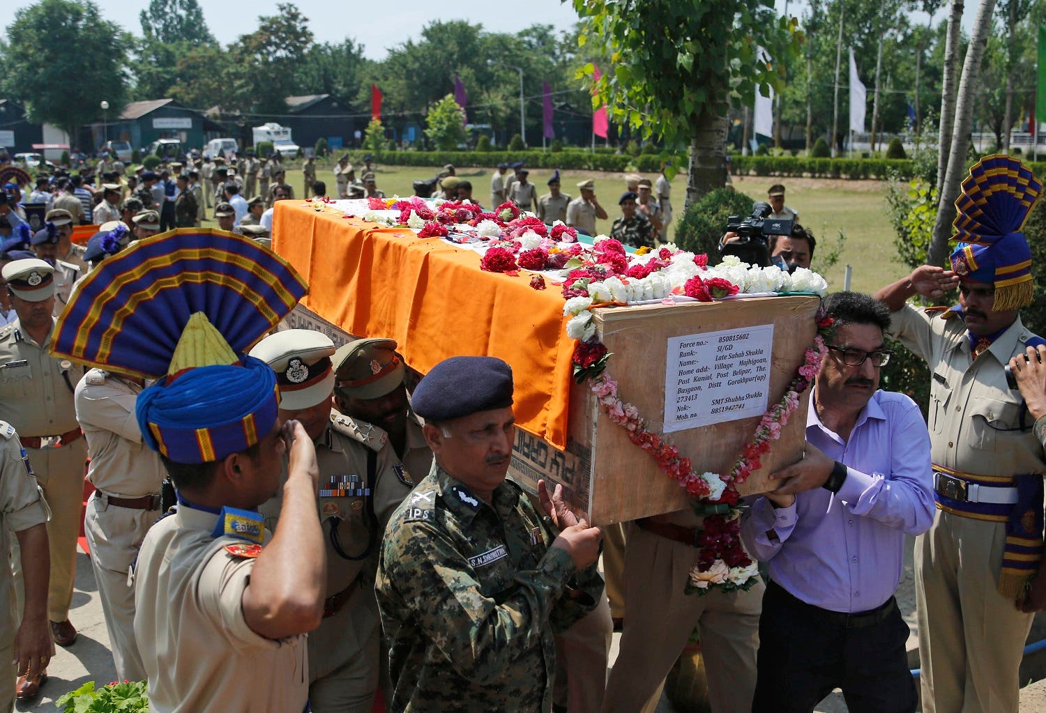Indian paramilitary officers carry the coffin of slain officer Shab Shukla during a wreath laying ceremony on the outskirts of Srinagar, India, Sunday, June. 25, 2017. (AP)