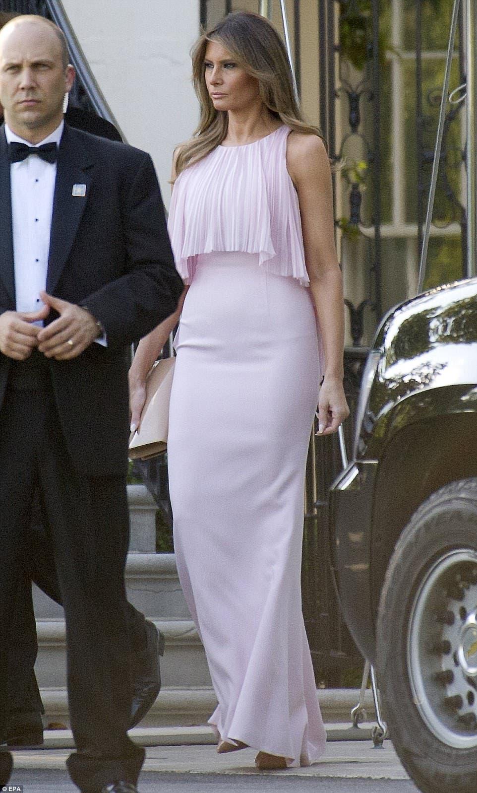 ميلانيا ترمب أثناء حضورها في حفل الزفاف