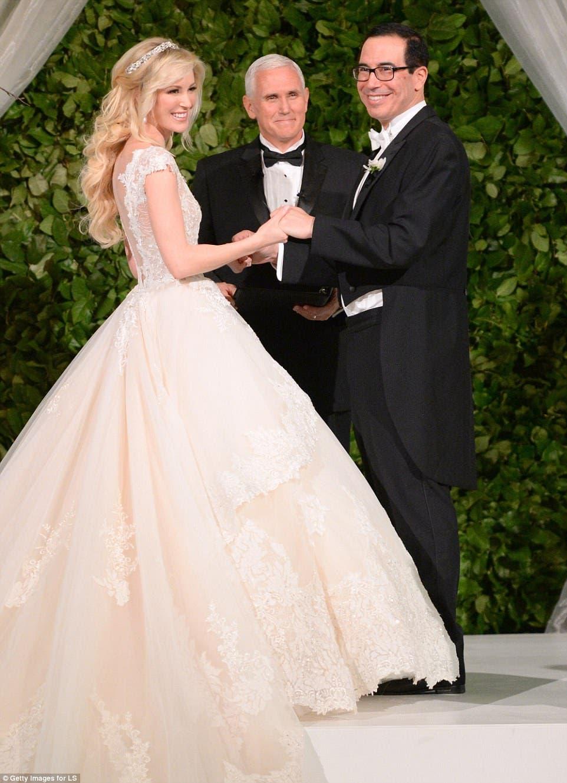 العروسان ونائب الرئيس الأميركي