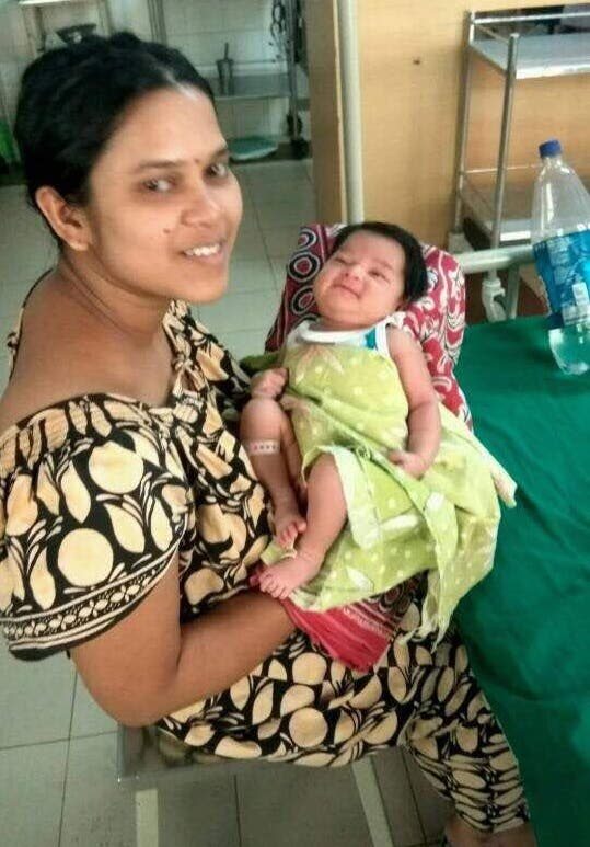 The baby with her mother, Truptimayee Rath Dass, before she was put on ventilation support. (Supplied)