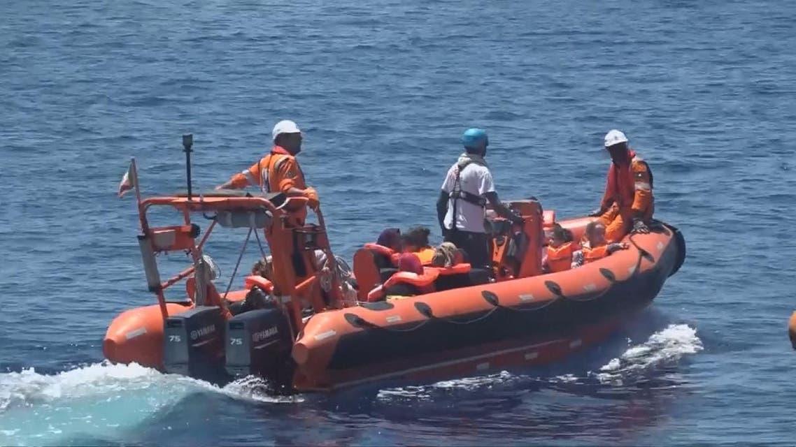 THUMBNAIL_ صور حية لإنقاذ مهاجرين في البحر المتوسط