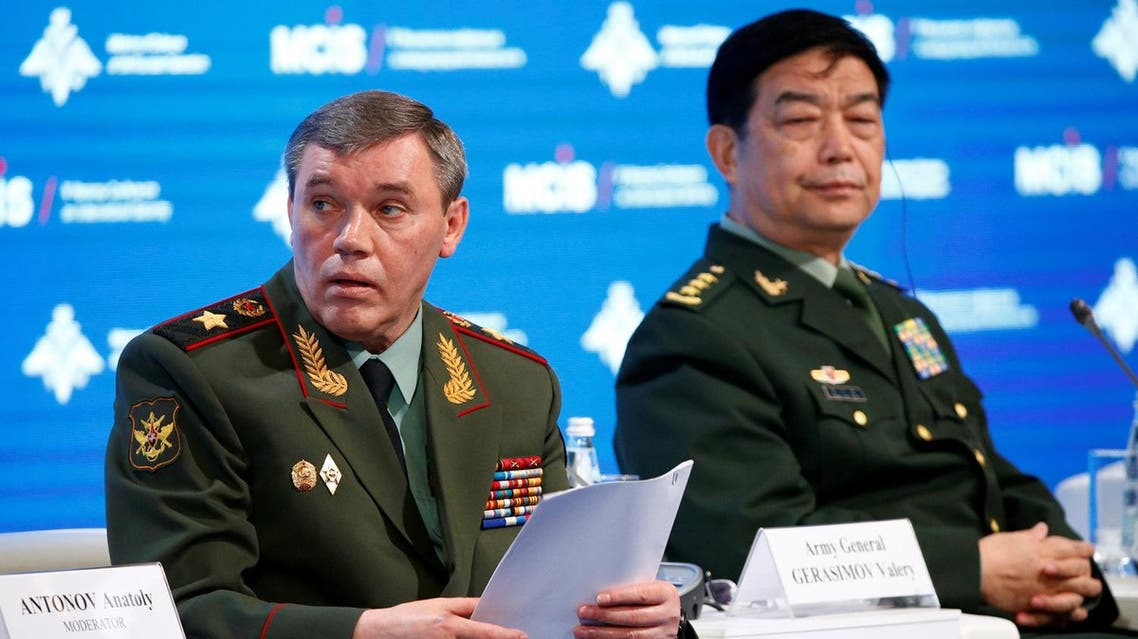 Russian Armed Forces Chief of Staff Valery Gerasimov (L) and Chinese Defence Minister Chang Wanquan attend the 5th Moscow Conference on International Security (MCIS) in Moscow, Russia, April 27, 2016. (Reuters)