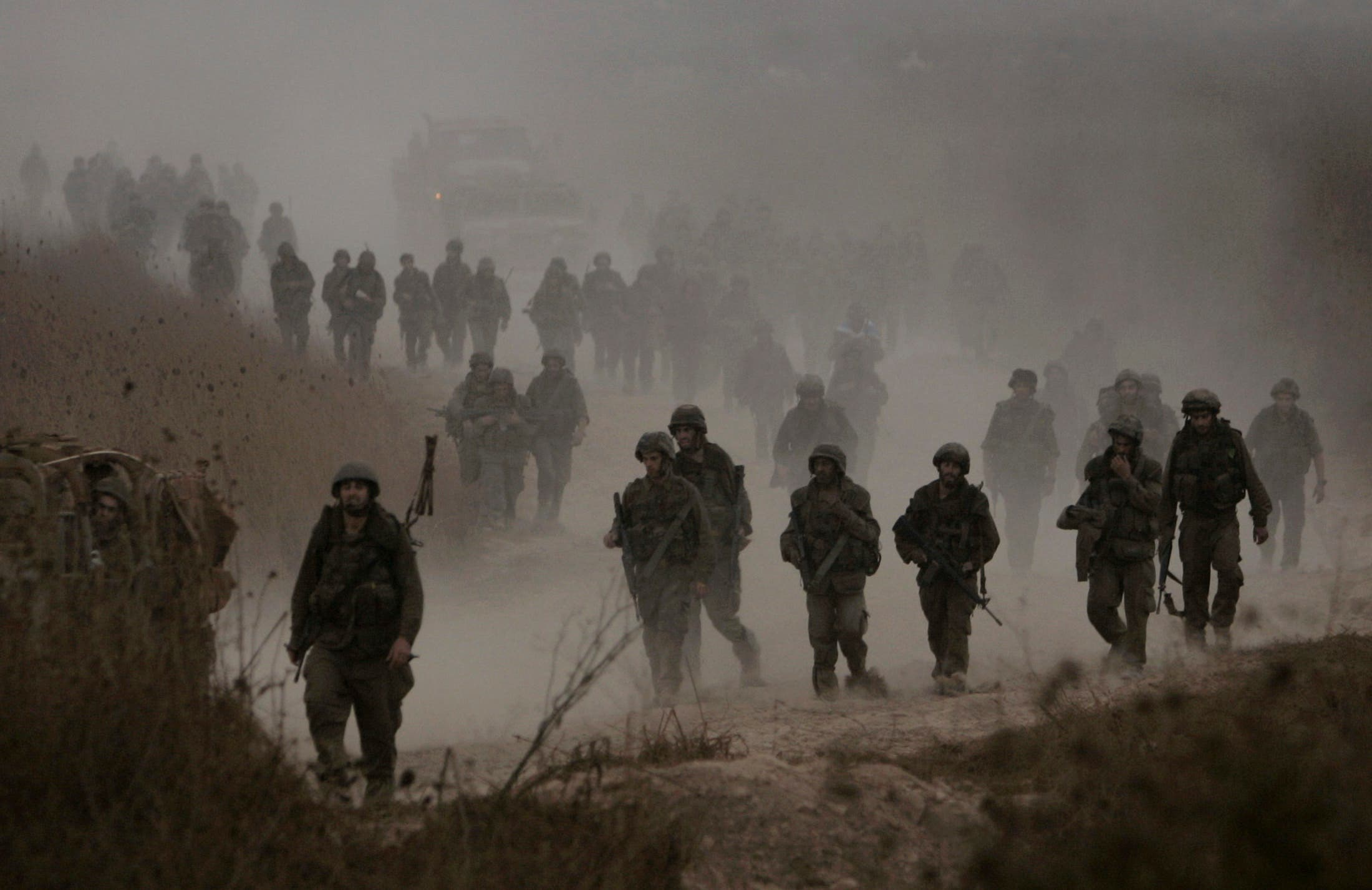 Israeli soldiers return from Lebanese territory near the northern Israeli town of Menara in this August 15, 2006 Reuters