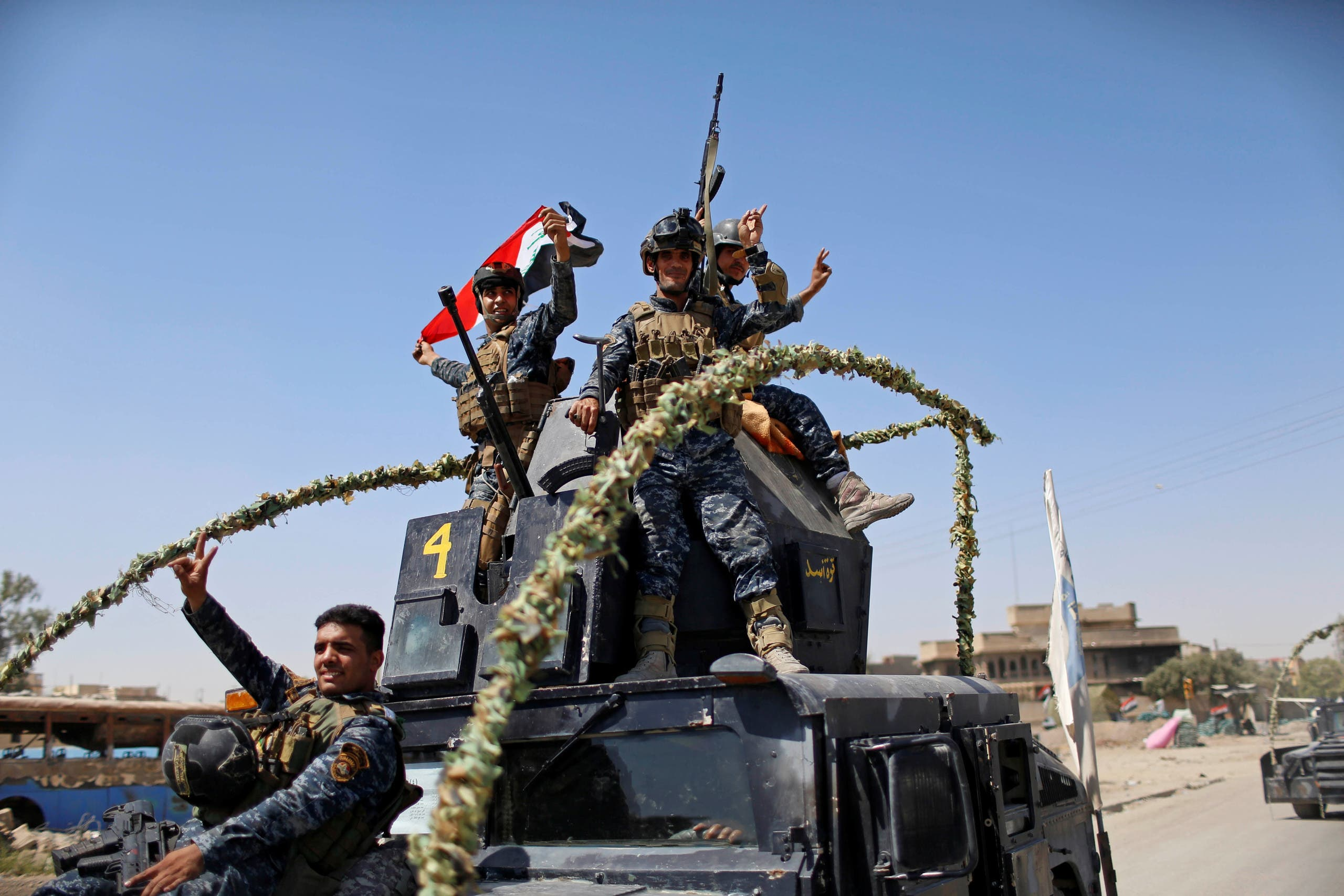 Members of the Iraqi Federal Police gesture after returning back from the front line in the Old City of Mosul, Iraq June 28, 2017. (Reuters)