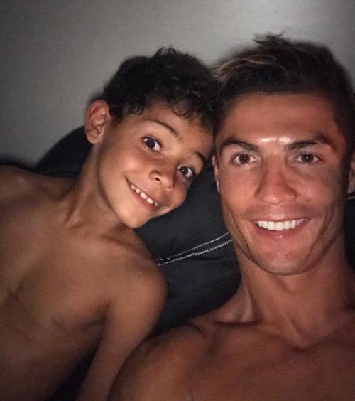 كريستيانو رونالدو وابنه