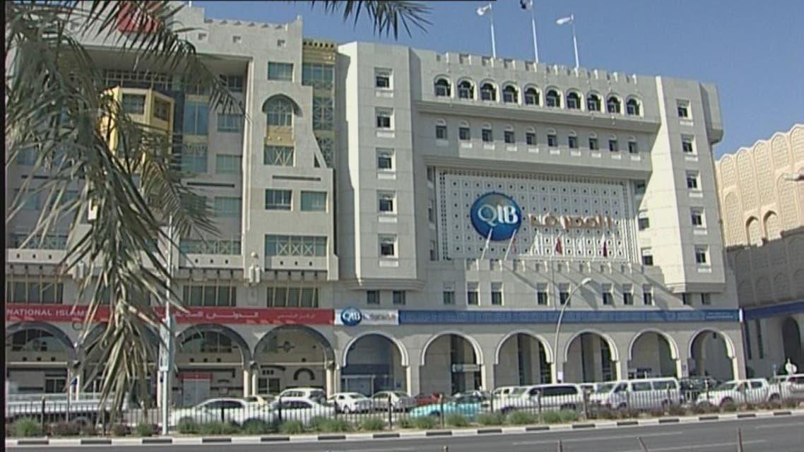 THUMBNAIL_ قطر تحد من بيع الدولار في البنوك ومكاتب الصرافة