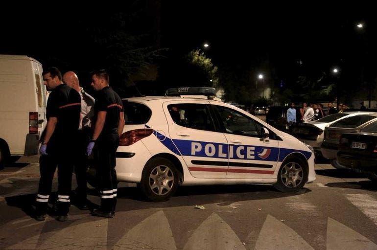 الشرطة الفرنسةي في مكان اطلاق نار مسجد افينيون