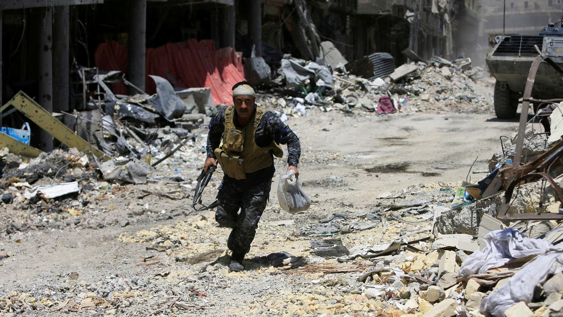 A member of the Iraqi security forces runs with his weapon during a fight between Iraqi forces and Islamic State militants in the Old City of Mosul, Iraq July 5, 2017
