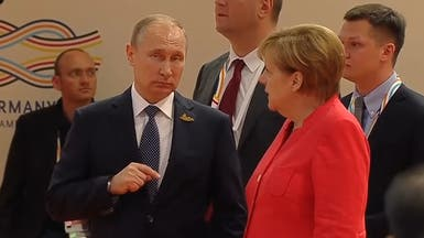 بالفيديو.. هذا ما حدث بين ميركل وبوتين في قمة العشرين