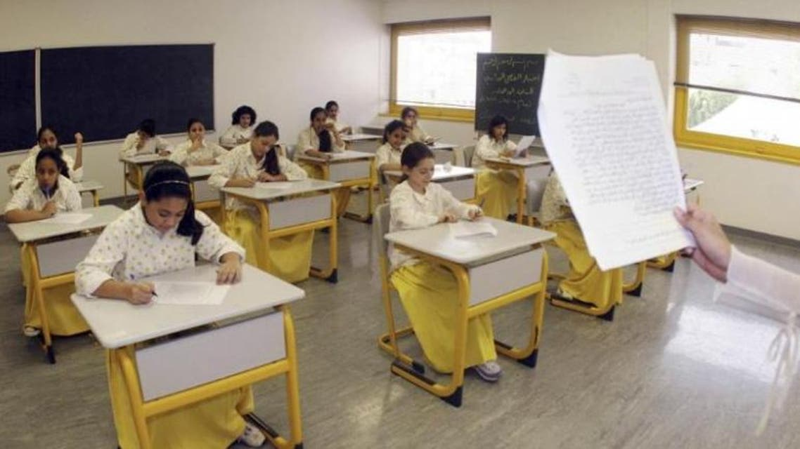 FILE PHOTO - Saudi elementary students sit for an exam in Jeddah June 13, 2007. (Reuters)
