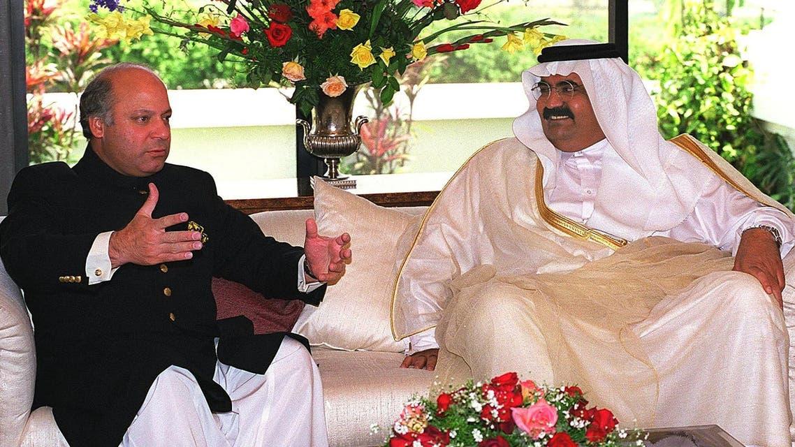 Pakistani Prime Minister Nawaz Sharif (L) with the then visiting Emir of Qatar Sheikh Hamad ibn Khalifa Al-Thani in Islamabad on 06 April 1999. (AFP)