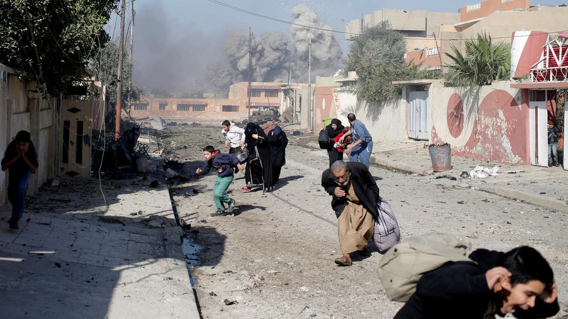 People run in panic after a coalition airstrike hit Islamic State fighters positions in Mosul, Iraq, November 17, 2016. (Reuters)