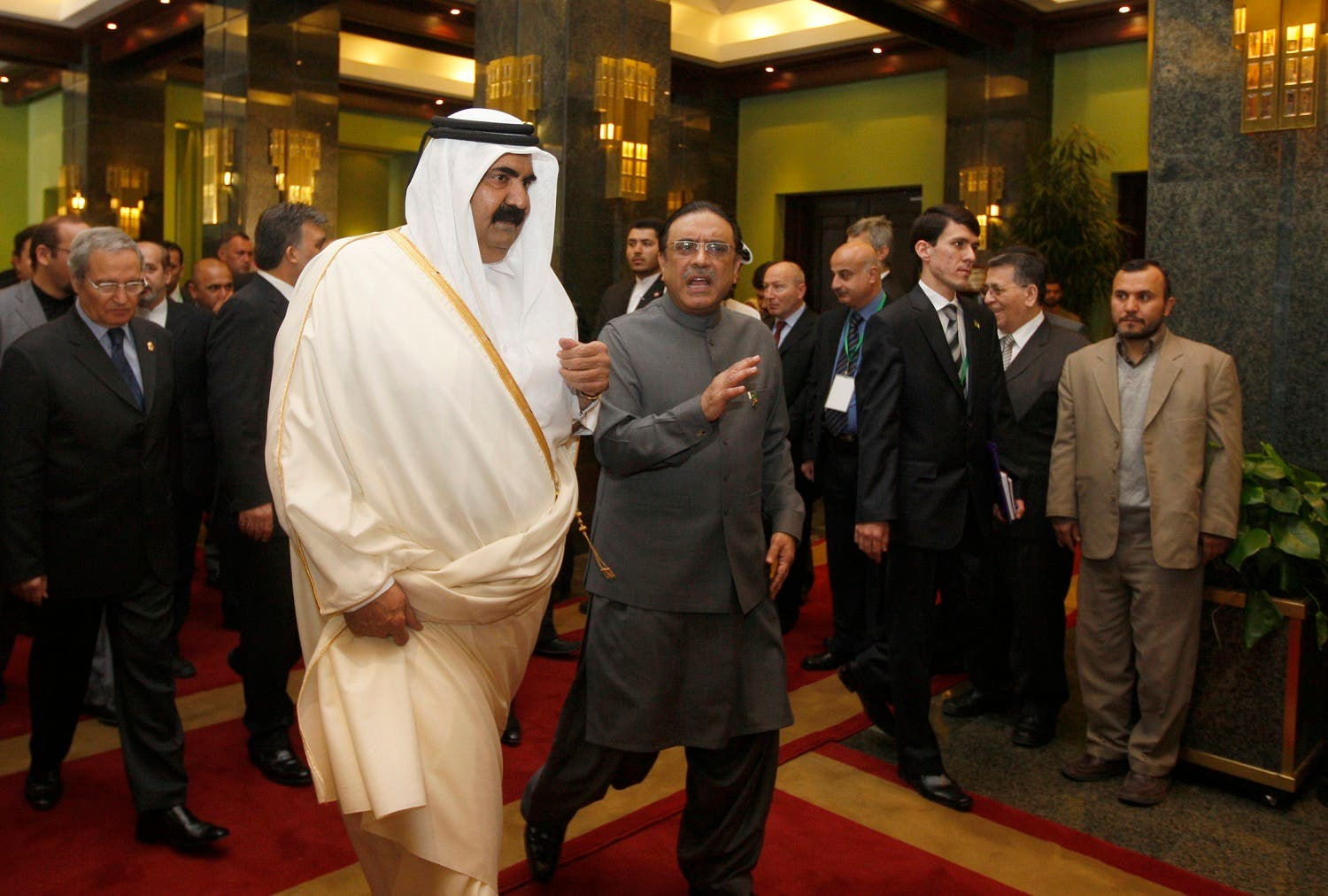 Sheikh Hamad bin Khalifa al Thani with the then Pakistani President Asif Ali Zardari, in Tehran, on March 11, 2009. (AP)