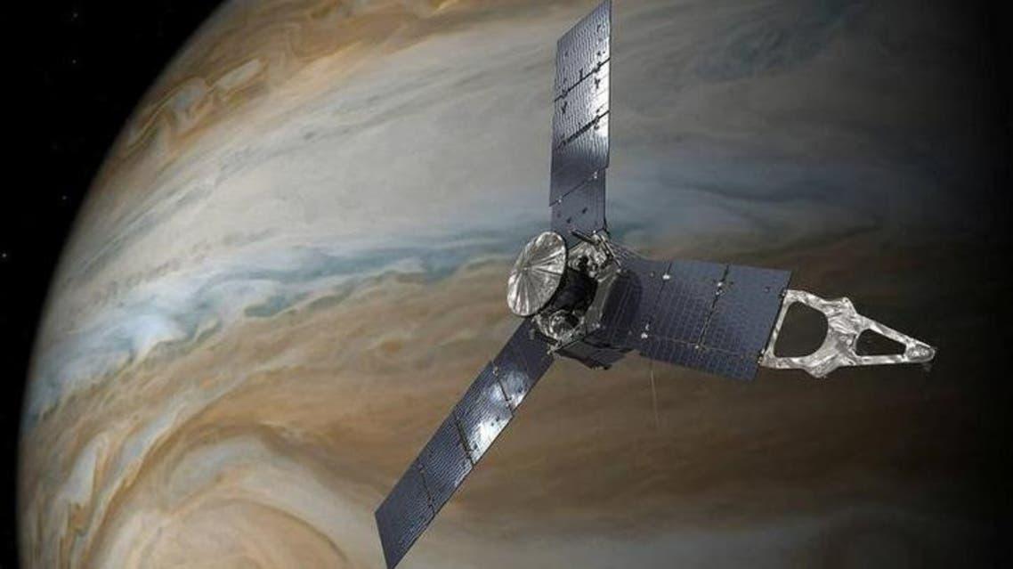 المسبار جونو في مدار فوق بقعة المشتري الحمراء العظيمة في صورة غير مؤرخة