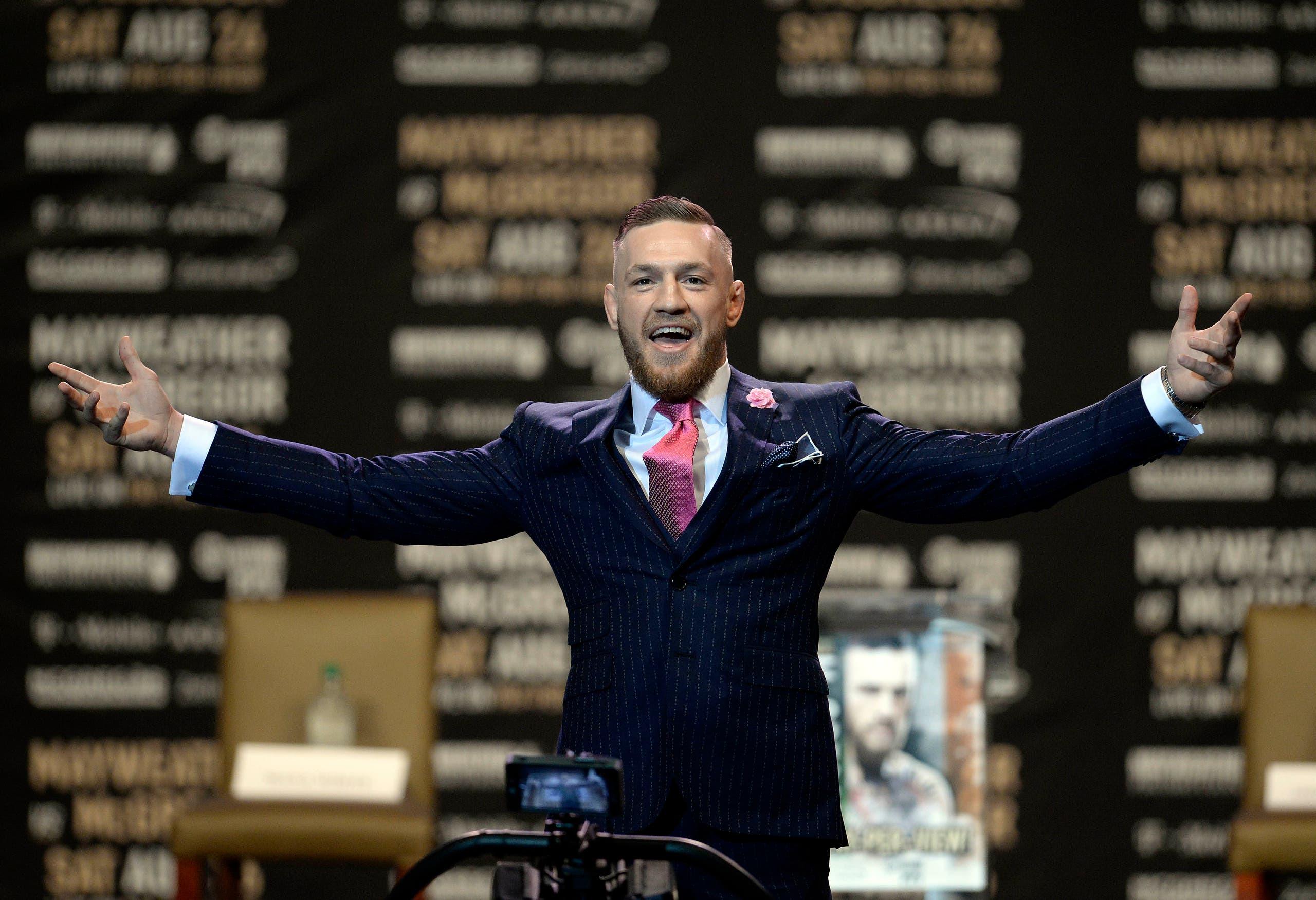 بطل فنون القتال سيظهر للمرة الأولى في حلبة الملاكمة