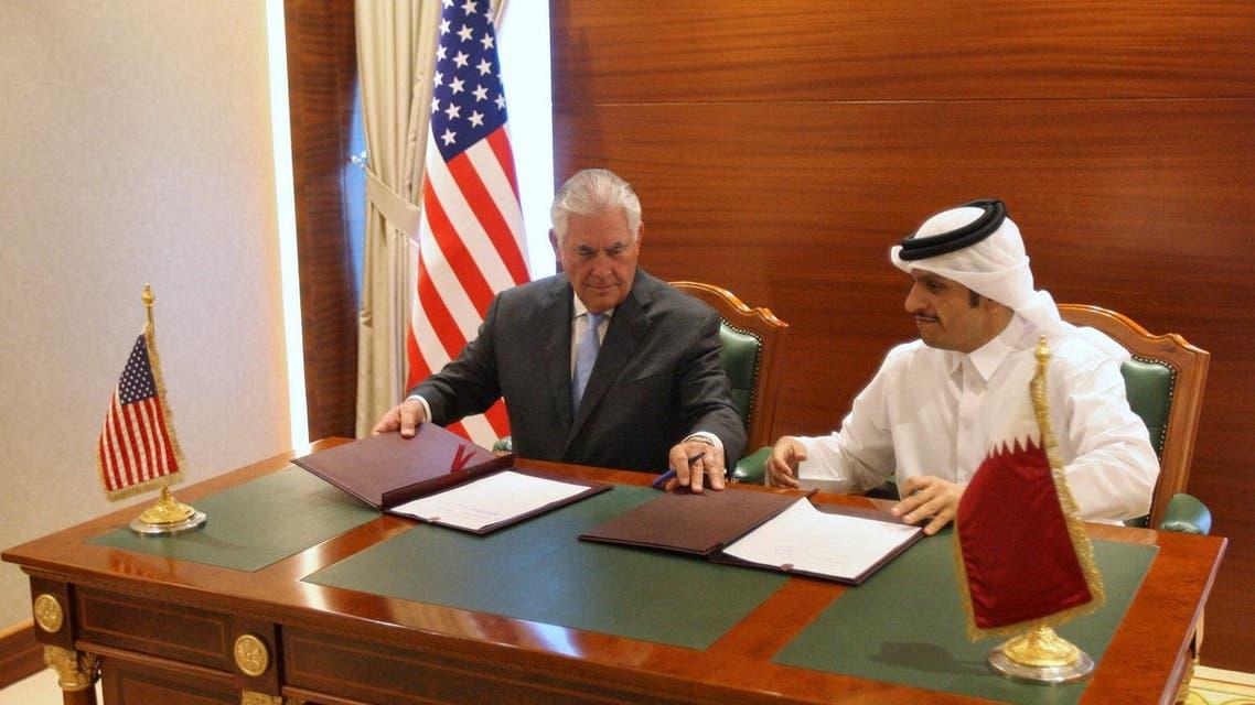 Qatar's foreign minister Sheikh Mohammed bin Abdulrahman al-Thani (R) and U.S. Secretary of State Rex Tillerson sign a memorandum of understanding in Doha, Qatar, July 11, 2017. (Reuters)