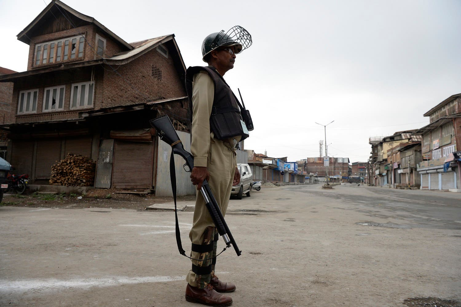 According to Jammu and Kashmir Police records in 2013, 31 local youths joined militancy, the number for 2015 jumped to 66 and 88 in 2016. (AFP)