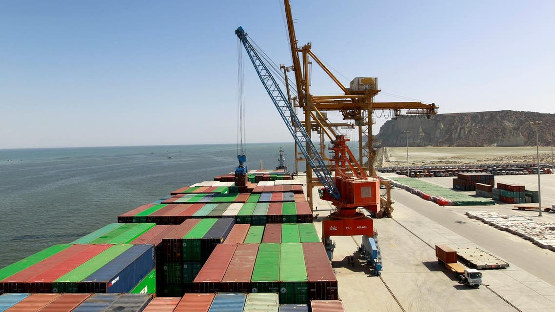 A container is loaded on to the Cosco Wellington, the first container ship to depart after the inauguration of the China Pakistan Economic Corridor port in Gwadar, Pakistan November 13, 2016. (Reuters)