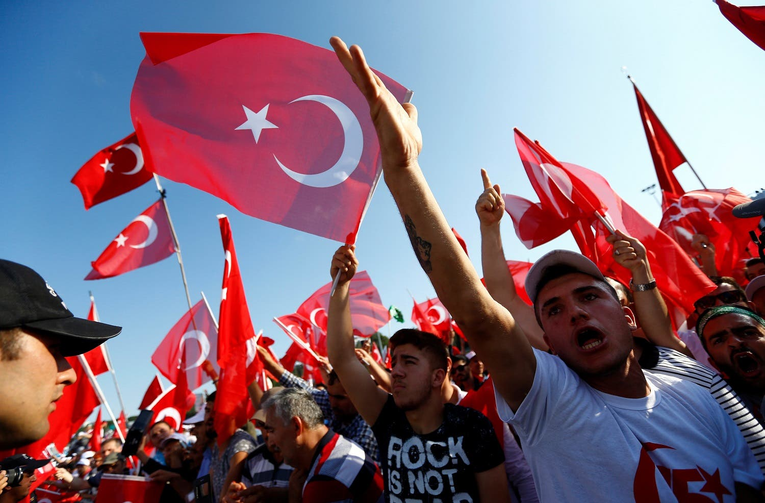 People wave Turkey's national flags as they arrive to attend a ceremony marking the first anniversary of the attempted coup at the Bosphorus Bridge in Istanbul, Turkey July 15, 2017. (File photo: Reuters)