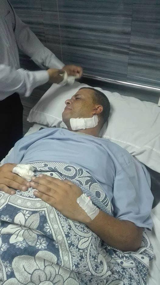 موظف الأمن بعد إجراء جراحة عاجله له